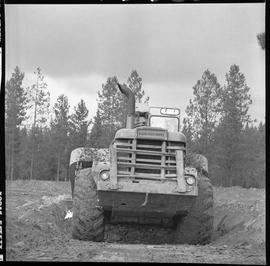 Heavy duty equipment operator, Nanaimo ; back view of an Allis-Chalmers 260 scraper