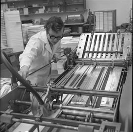 BCVS Graphic arts ; man using a paper folding machine [2 of 2]