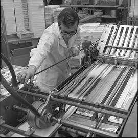 BCVS Graphic arts ; man using a paper folding machine [1 of 2]