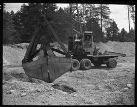 Heavy duty equipment operator, Nanaimo ; man using a Loraine Crane excavator