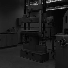 BCIT Materials Testing Lab; 1A Wiedemann-Baldwin compression and tension testing machine